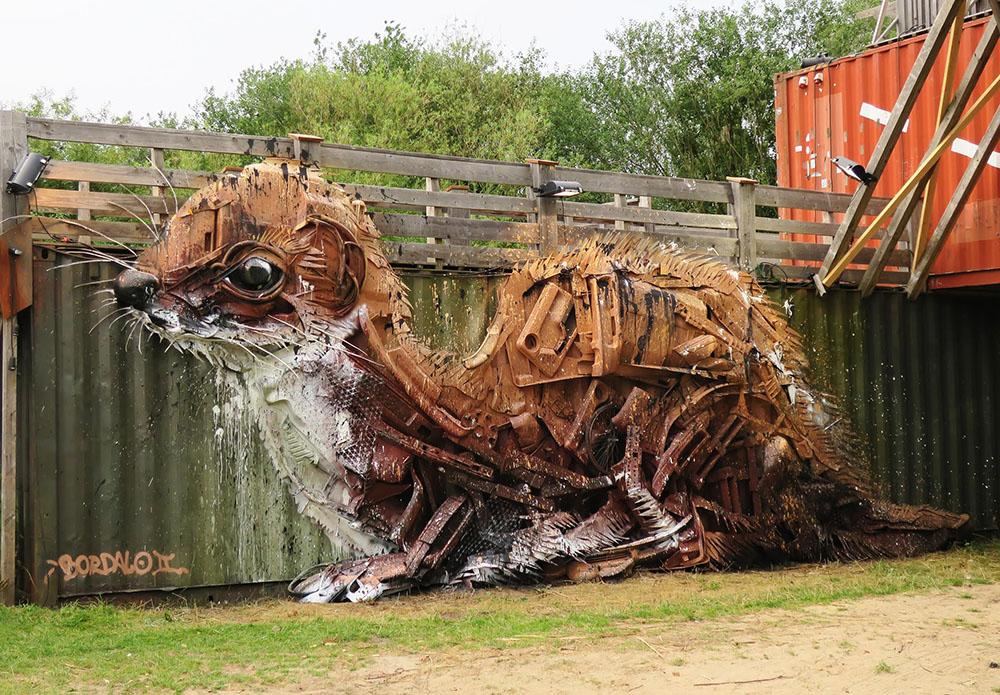Street-art róka autóroncsból – Rókavilág.hu